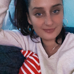 Melissa is looking for singles for a date