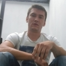 Sergiu is looking for singles for a date