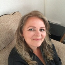 Lianne is looking for singles for a date