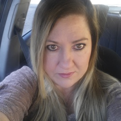 Sanette is looking for singles for a date