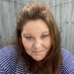 Lindsay is looking for singles for a date