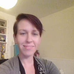 Charlotte is looking for singles for a date