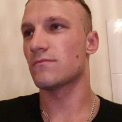 Arturs is looking for singles for a date