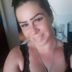 Reyne is looking for singles for a date