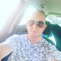 Dariusz is looking for singles for a date