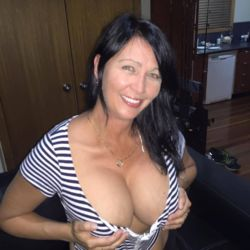 Elizabeth is looking for singles for a date
