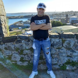 Zlatko is looking for singles for a date