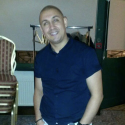 Csaba is looking for singles for a date