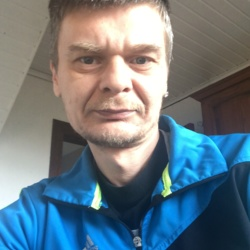 Andras is looking for singles for a date