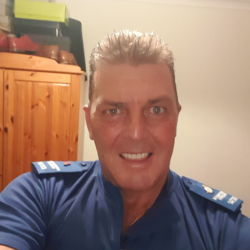 Garythorne is looking for singles for a date