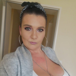 Grace is looking for singles for a date