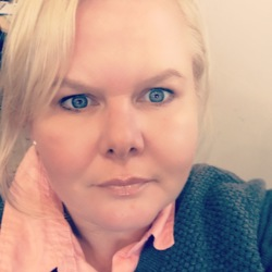 Ruth, 41 from Victoria