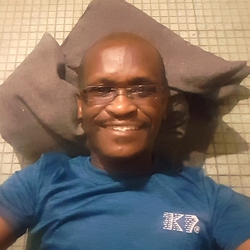 Ceejay is looking for singles for a date