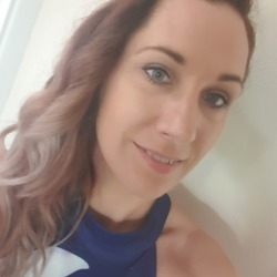Leanne is looking for singles for a date