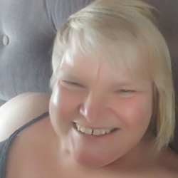 Silke is looking for singles for a date