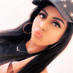 Zaina is looking for singles for a date