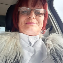 Karren is looking for singles for a date