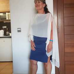 Sharon is looking for singles for a date