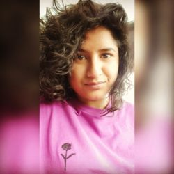 Farah is looking for singles for a date