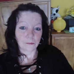 Sonya is looking for singles for a date