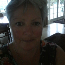 Deniza is looking for singles for a date