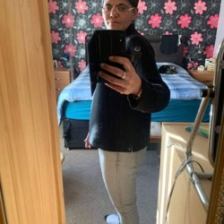 Mala is looking for singles for a date