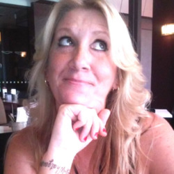 Nicolette is looking for singles for a date
